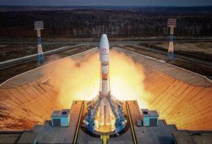 ۳۶ ماهواره اینترنتی «وان وب» به فضا رفتند